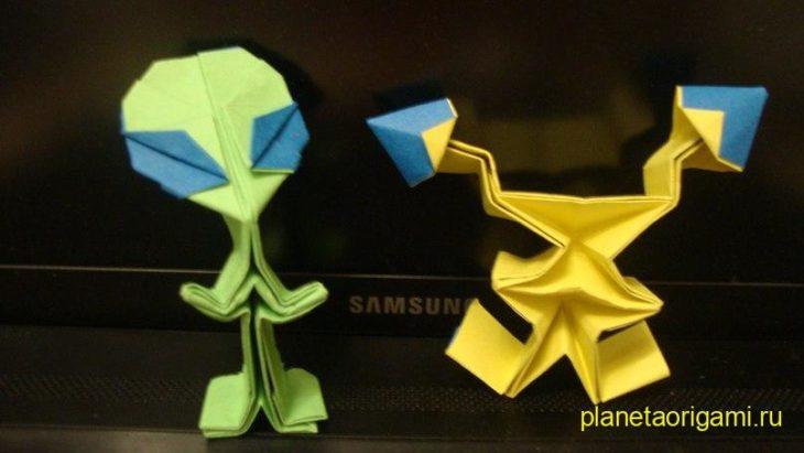 Как сделать из бумаги инопланетянина