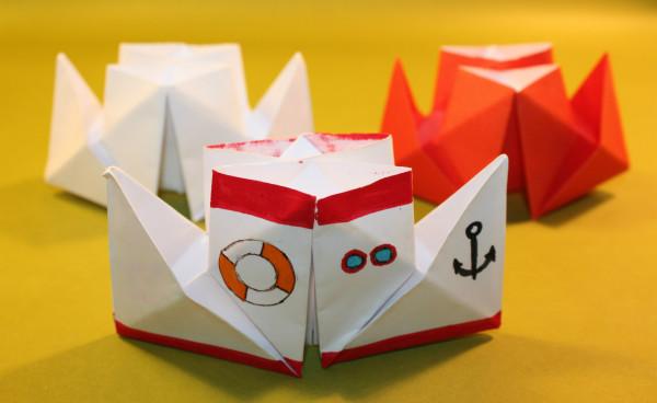 Оригами пароход с двумя трубами