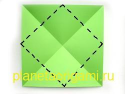 Сложите лист бумаги по диагонали