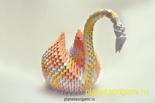 Модульный оригами лебедь из