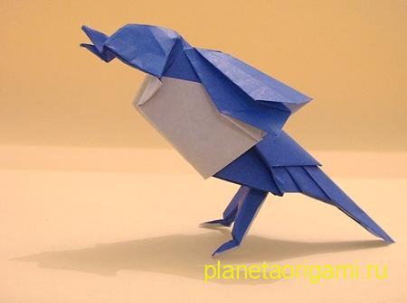 Оригами птичка из двусторонней бумаги синего и белого цветов