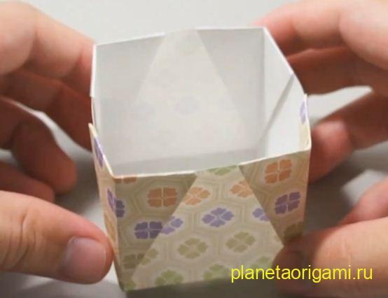 Бумажная коробочка от