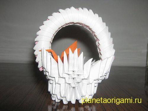 Представляем вашему вниманию простую и наглядную схему сборки корзинки с цветами, в рамках рубрики модульное оригами.