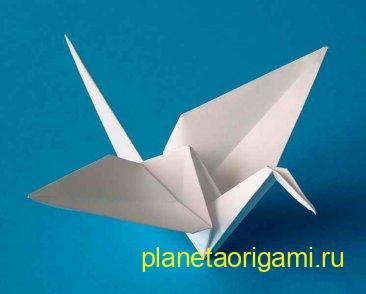 Оригами журавль белого цвета