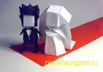 Оригами жених и невеста из бумаги белого и черного цветов
