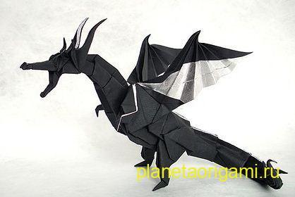 Оригами дракон черного цвета