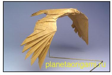 Оригами орел из бумаги песочного цвета