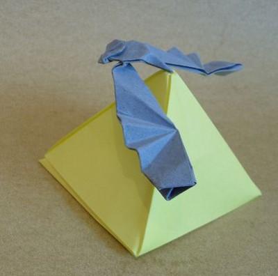Рубрика.  Оригами в движении. далее.  Этот орел из бумаги умеет держать равновесие на ровном выступе.