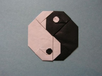 символ инь янь из бумаги