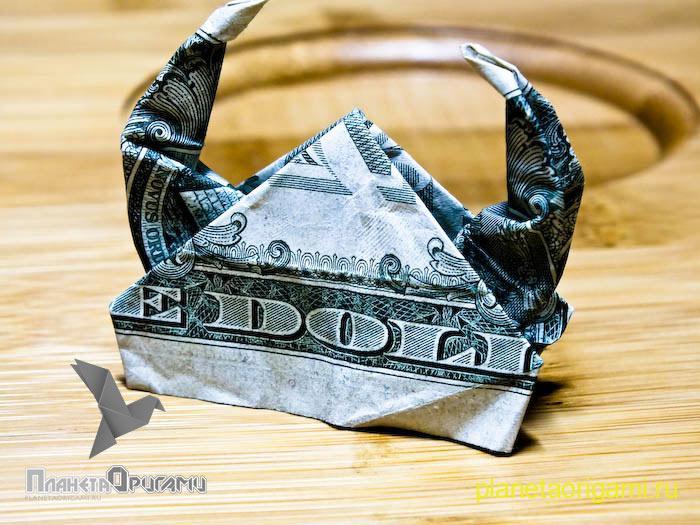 Шлем из денег
