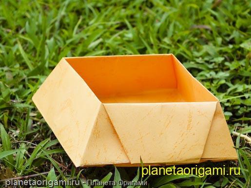 бумажная конфетная коробочка