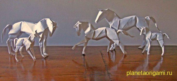 Лошадь из бумаги