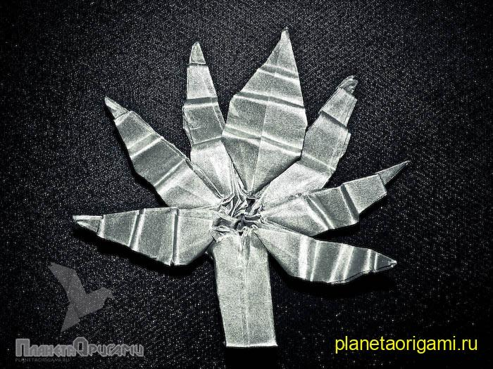 Лист каннабиса из бумаги