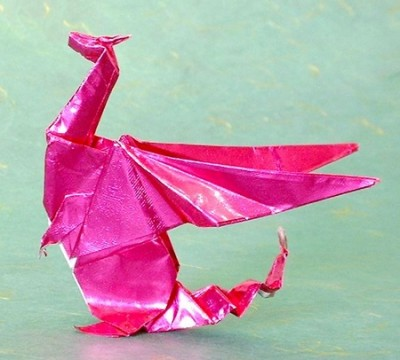сидячий бумажный дракон