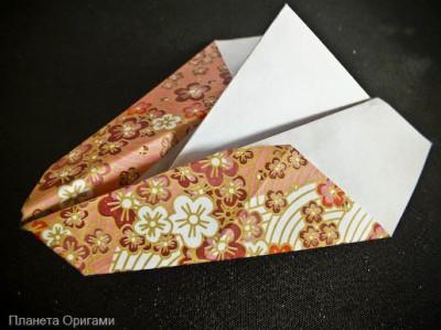 бумажный самолет трюкач