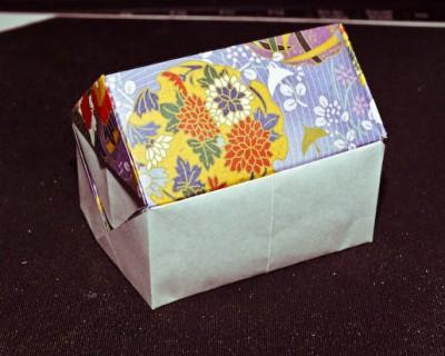 Этот домик из бумаги можно использовать в качестве тайника и хранить под ним ценные вещи.  Или вы можете сделать...