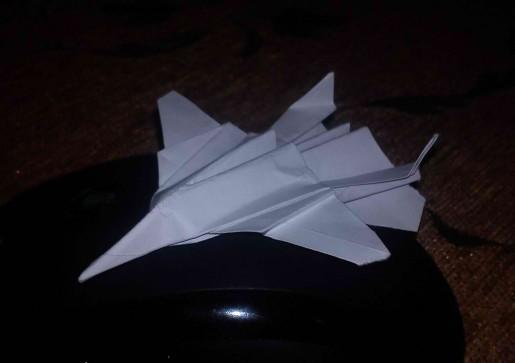 Самолет Шершень из бумаги