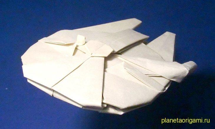 модель космического корабля