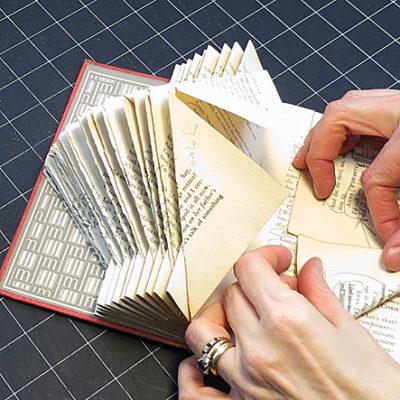 сборка фонаря из книжных страниц