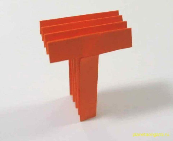 Большая буква «Т» из бумаги
