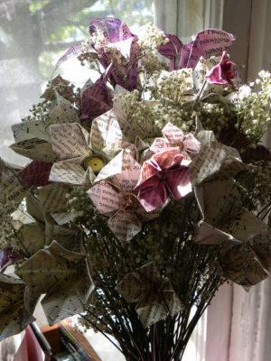 букет бумажных цветов