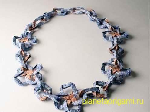 ожерелье из купюр