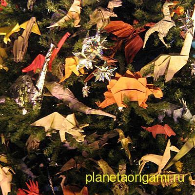 Бумажные игрушки на елке