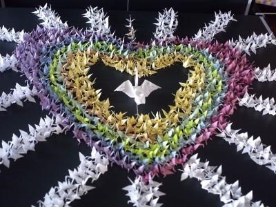 композиция из тысячи журавликов оригами