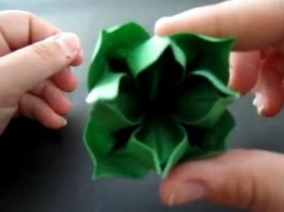 красивый бумажный цветочек