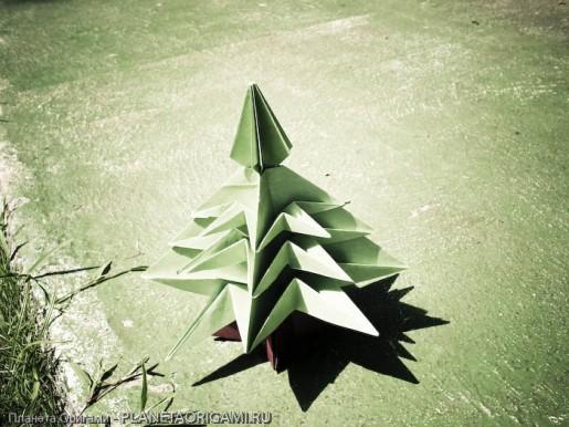 Оригами елочка зеленого цвета