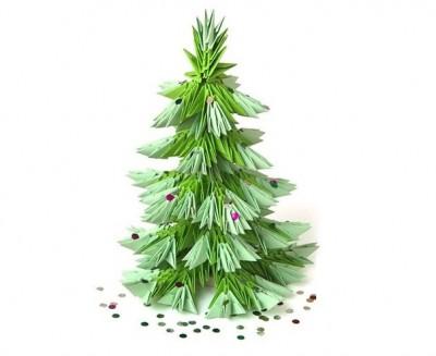 А рядом с елочкой можно поставить бумажного Деда Мороза, так же сделанного в технике оригами.