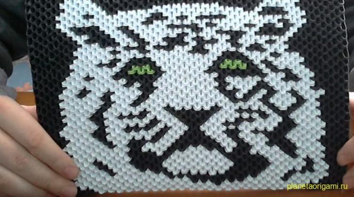 Тигр на картине оригами из модулей