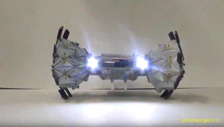 Корейский робот в стиле оригами