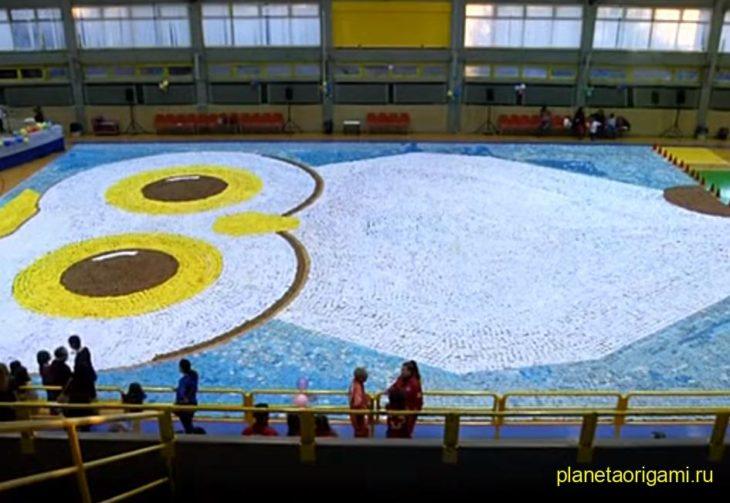 Самая большая сова из оригами мозаики