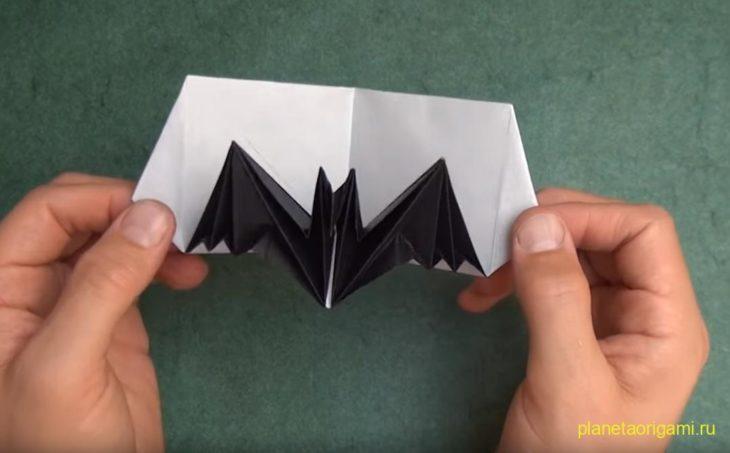 Pop-up открытка с летучей