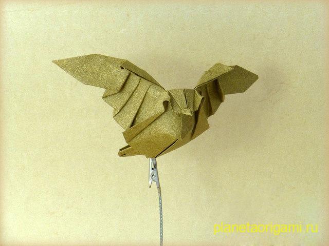 Оригами летящая сова по схеме Daniel Bermejo