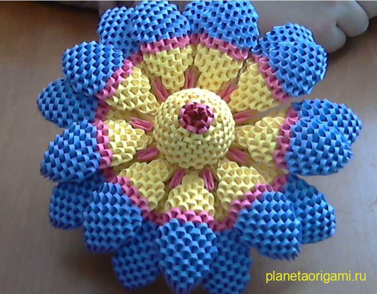Объемный модульный цветок от