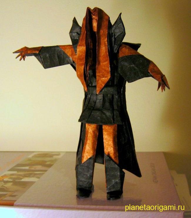 Оригами Тэндзен Якусидзи по схеме Хоанг Чунг Тханя (Hoang Trung Thanh) черного и оранжевого цветов