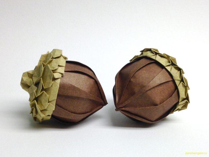 Оригами желудь по схеме Бета Джонсона (Beth Johnson) и Эрика Джерде (Eric Gjerde)