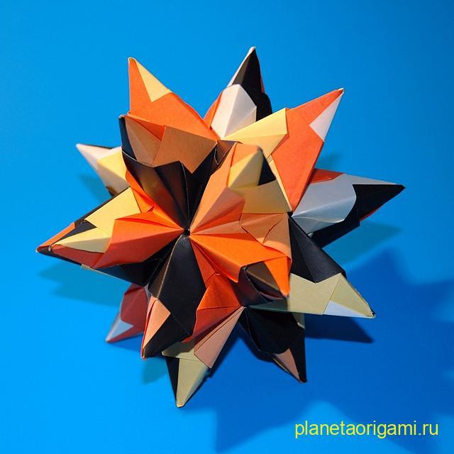 Кусудама Bascetta Star по схеме Паоло Баскетты (Paolo Bascetta) из бумаги черного, белого, оранжевого цветов