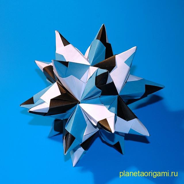 Кусудама Bascetta Star по схеме Паоло Баскетты (Paolo Bascetta) из бумаги синего, черного и белого цветов