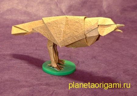 Оригами певчая птица по схеме Роберта Лэнга (Robert Lang) из желтой бумаги
