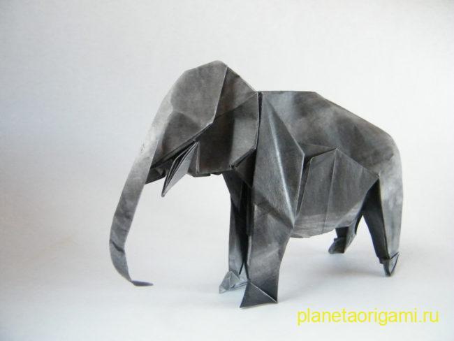 Оригами слон по схеме Сатоши Камия (Satoshi Kamiya) из серой бумаги