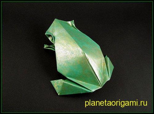 Оригами лягушка от Лейлы Торрес (Leyla Torres) зеленого цвета