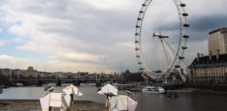 Оригами собаки на улицах Лондона