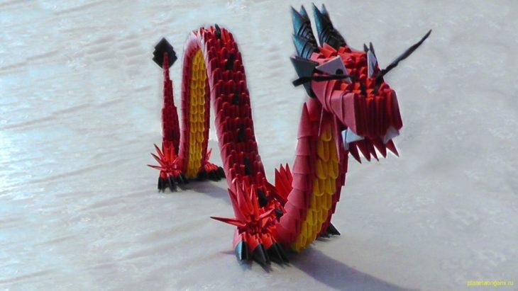 Красный китайский дракон из модулей