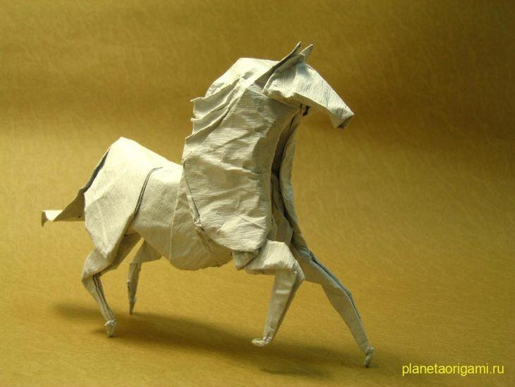 Оригами лошадь по схеме Jason Lin