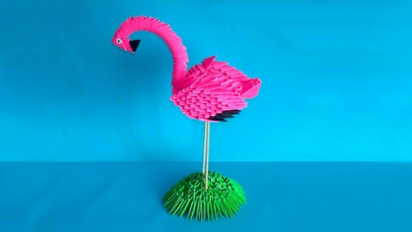 Розовый фламинго из модулей
