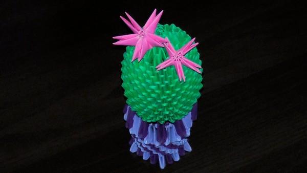 Цветущий 3D кактус из треугольных модулей