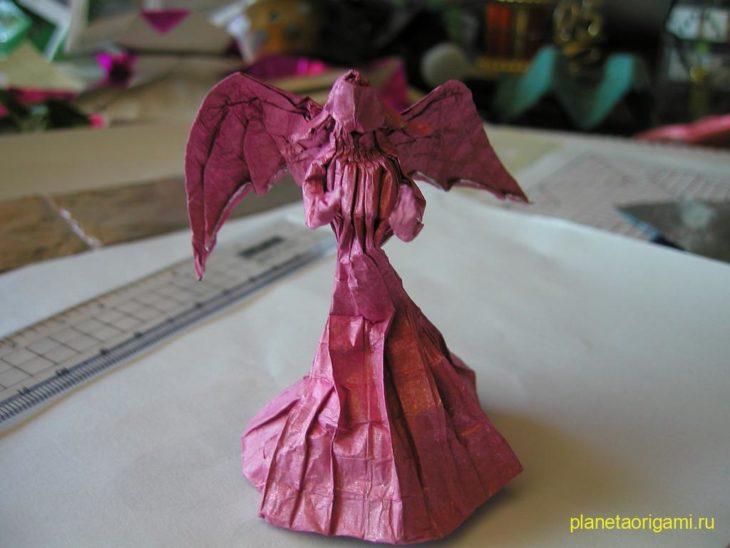 Оригами дама с крыльями по схеме Mario Adrados Netto
